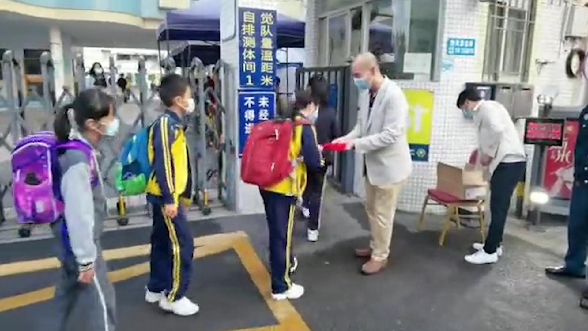 元宵佳节扬传统文化,深圳罗湖一学校发祝福红包传递节日魅力
