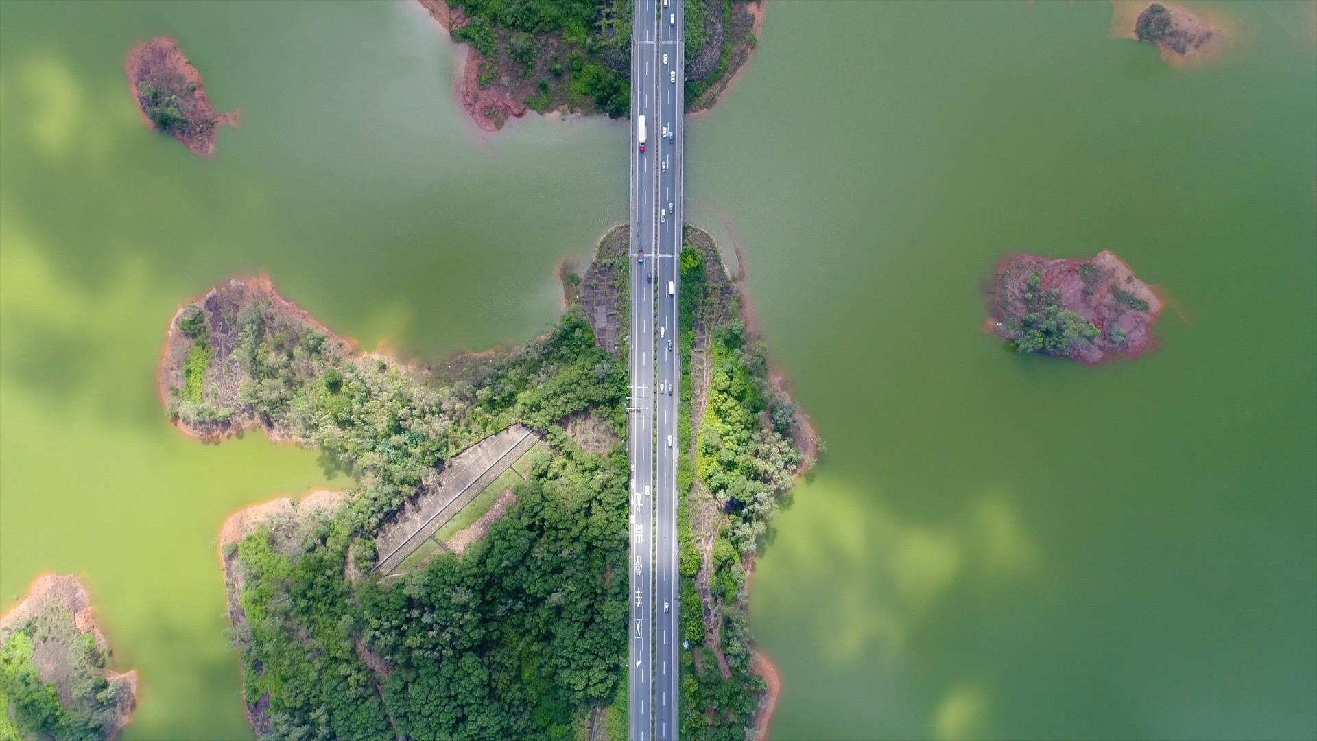 """沿着高速看中国(广东):万里高速""""巨龙""""腾越,化天堑为坦途"""